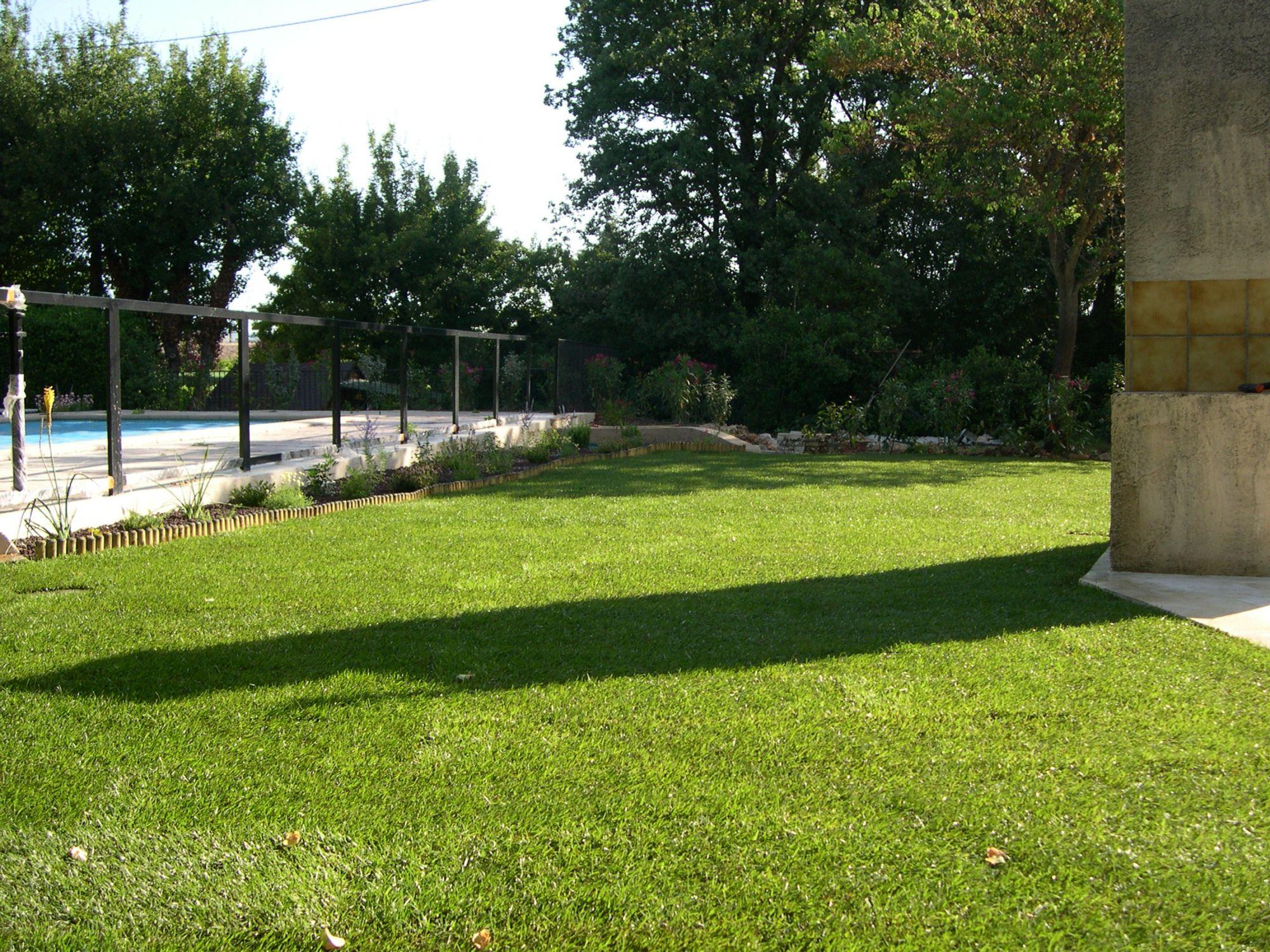Cr ation d 39 un jardin dans une villa nans les pins dans - Creation jardin mediterraneen saint paul ...