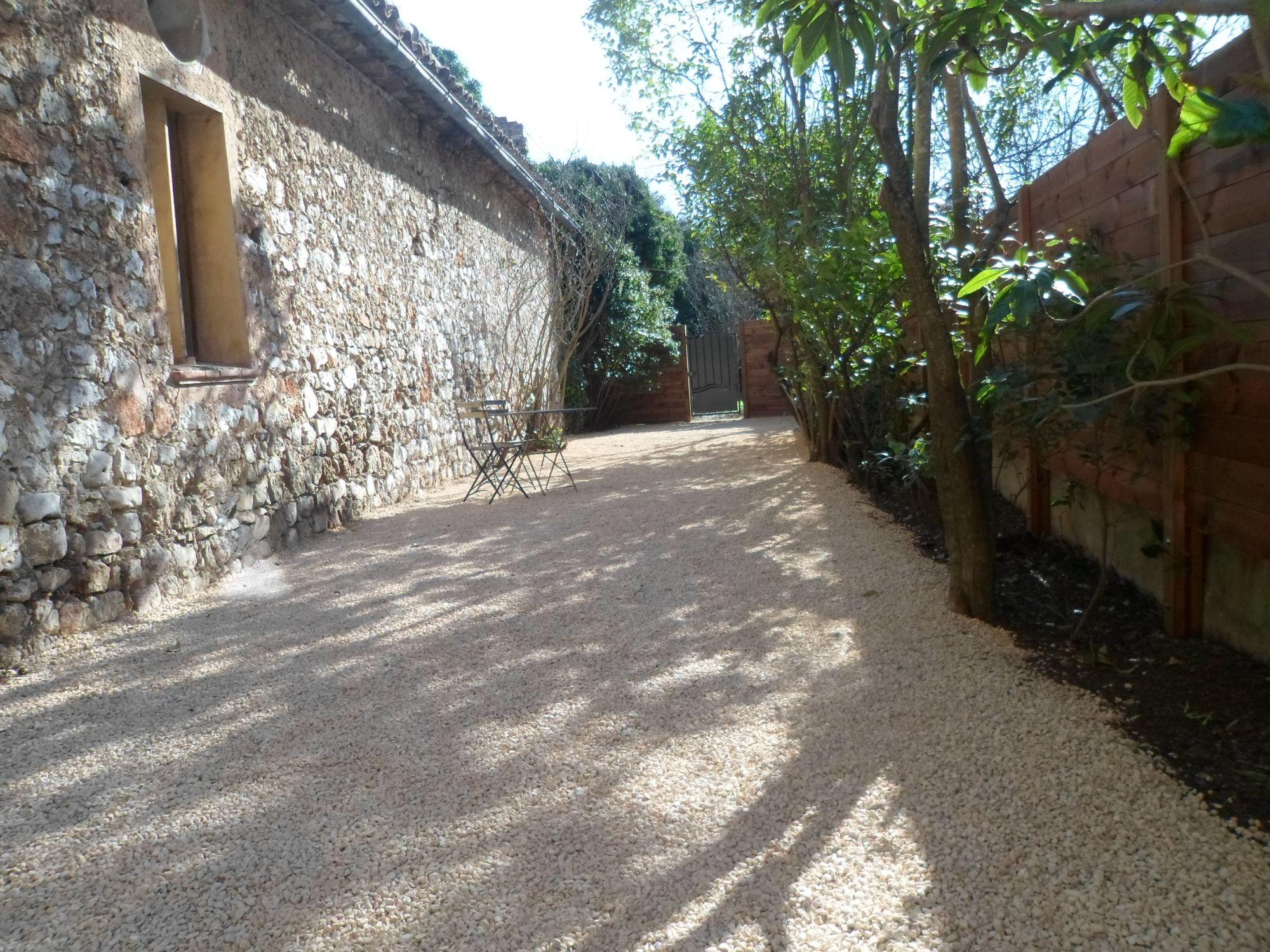 Aménagement de jardin à Saint Maximin La Sainte Baume dans le var - JA.D.E Espaces verts - JA.D ...