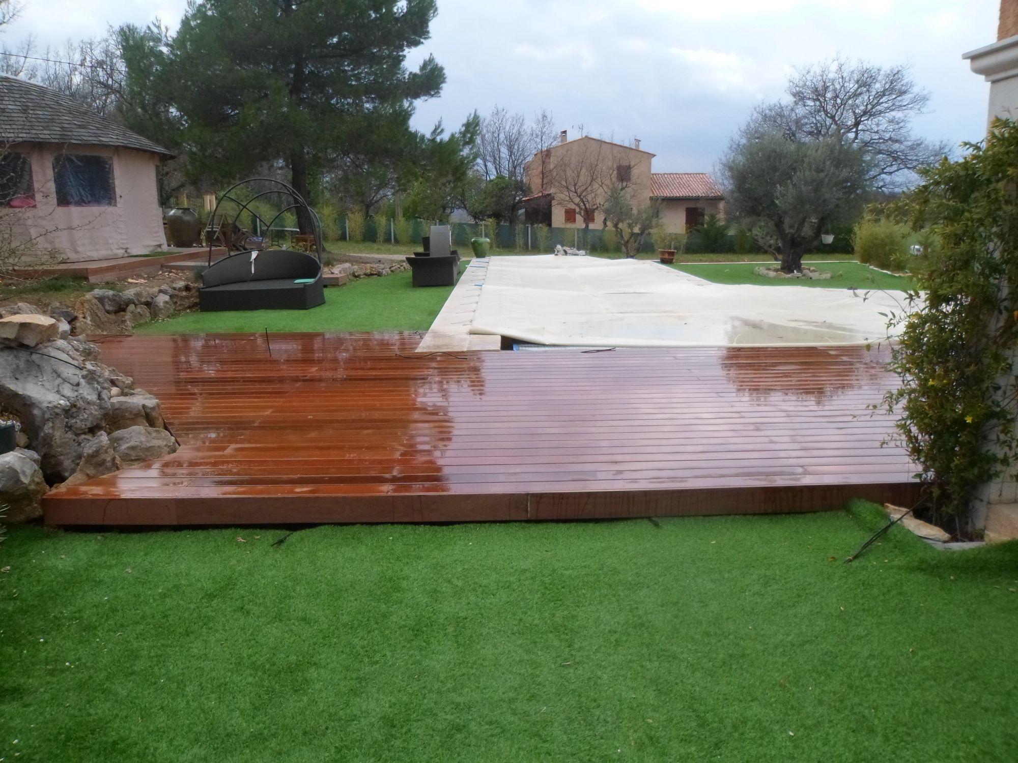 Plage de piscine dans le var la verdi re jardinier for Piscine st maximin