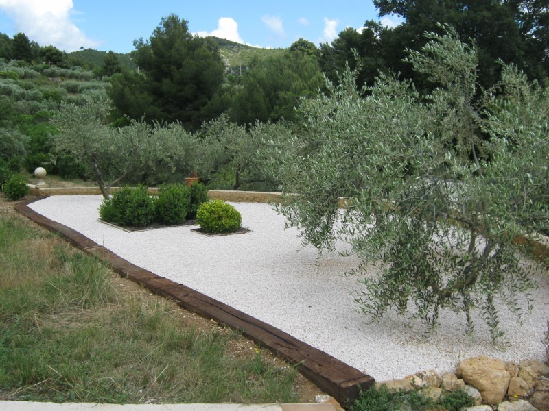 Cr ation d 39 un jardin sec saint zacharie dans le var for Creation jardin sec