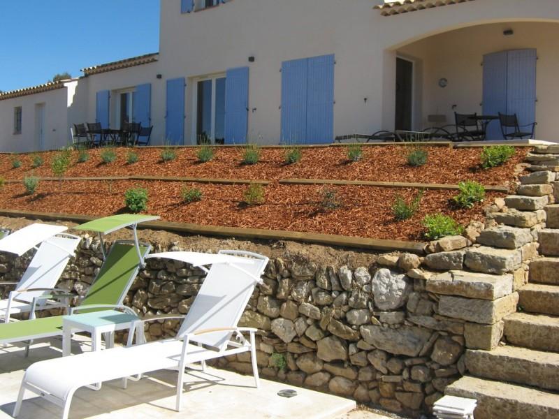 jardin cr e pourri res dans le var jardinier paysagiste saint maximin var ja d e espaces. Black Bedroom Furniture Sets. Home Design Ideas
