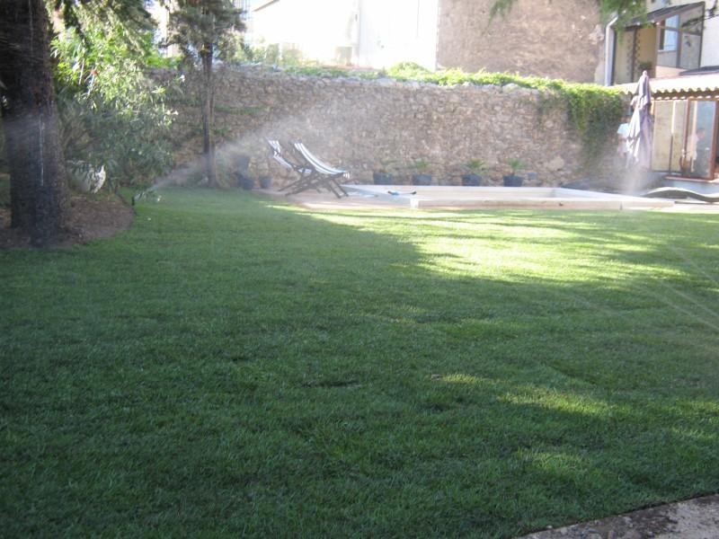 am nagement de jardin avec plage de piscine var ja d e espaces verts. Black Bedroom Furniture Sets. Home Design Ideas